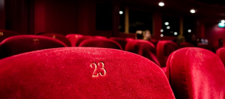 reklama kino teatruose sėdynės